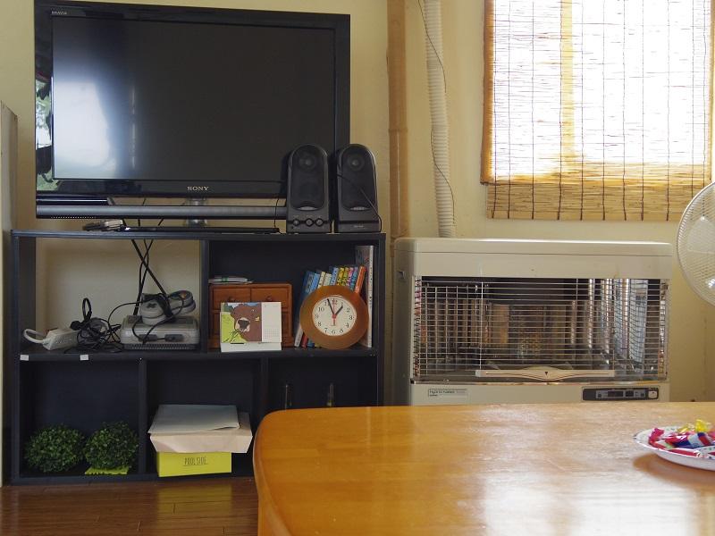 テレビもあります。ストーブ有。エアコンはなしです。扇風機はあります。