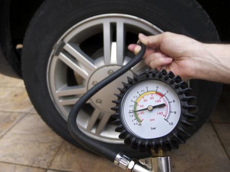 Diez minutos para que los neumáticos no te amarguen las vacaciones