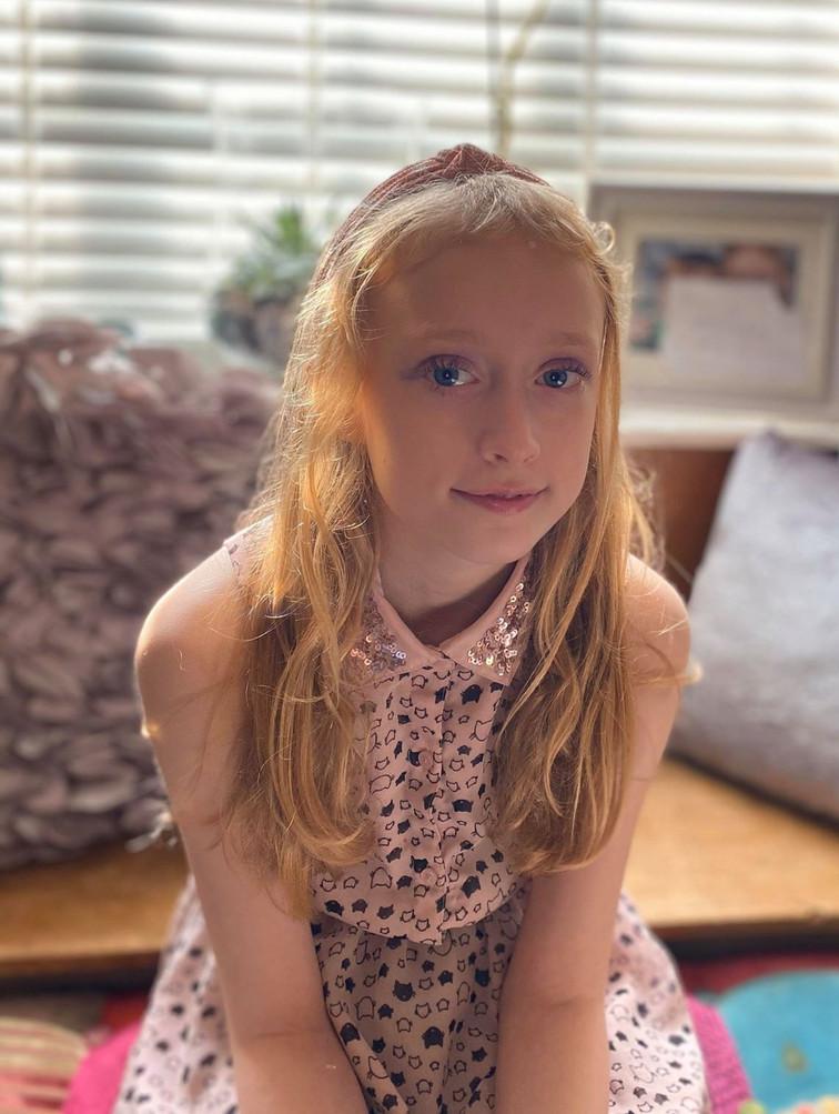 Georgia as 'Harveys daughter Summer'