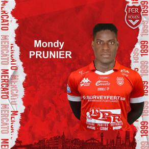 Mondy PRUNIER, attaquant de la Red Star qui s'en va jouer au niveau national