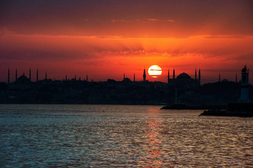 scenic-sunrise-ocean-istanbul-turkey (1)