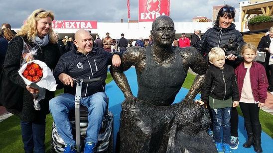 Anders Olsson staty.jpg