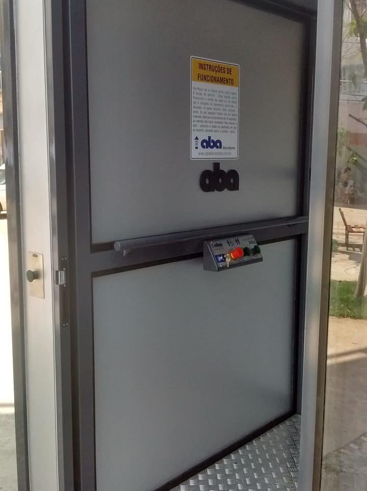 Plataforma comercial cabine fechada  (1)