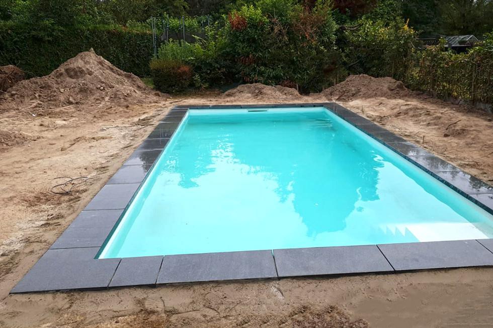 Poolone-bRealizace bazénu Pooloneazeny-02.jpg
