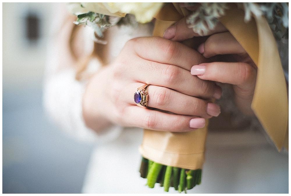 Vjenčani buket i zaručnički prsten