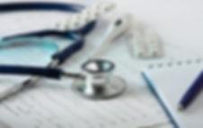 Stethoscoop op het cardiogram