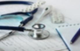 Stethoscope sur le cardiogramme
