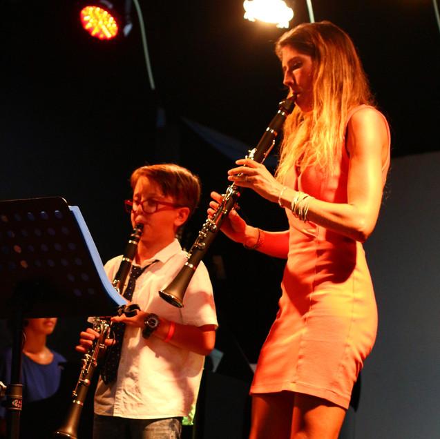 Begeleiding op een concert van de eerste graad klarinet