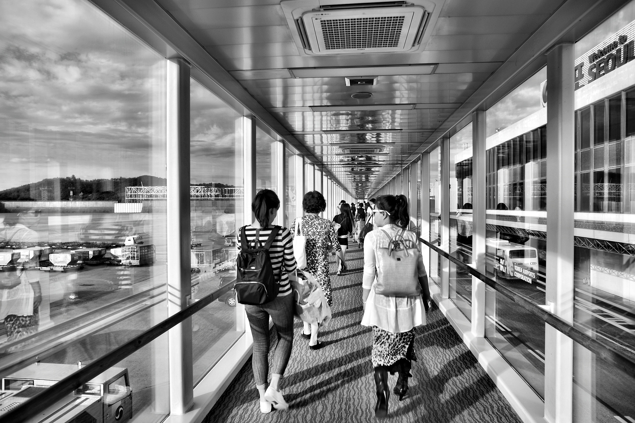 airport-black-and-white-people-156982