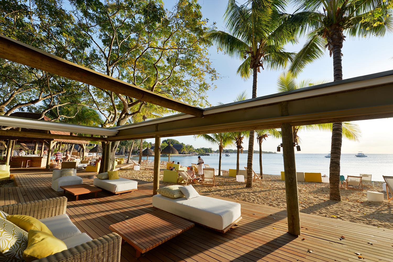 The_Ravenala_Attitude_Ō_beach_lounge_