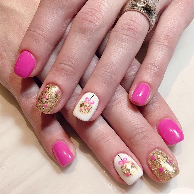 _ritz_nails_cedarburg_joslyn #designbyjoslyn #handart #christmas #ornament #nailsalon #cedarburg #wi