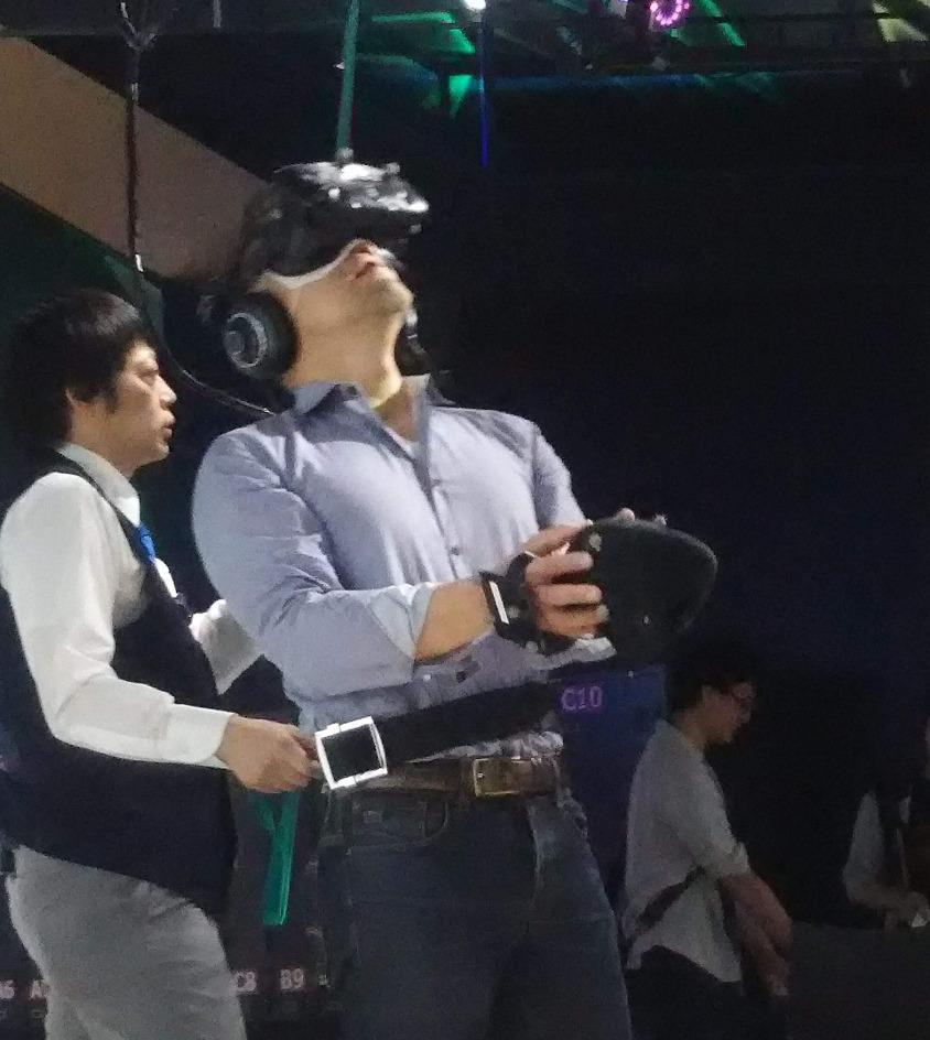 VRを体験中の晶平