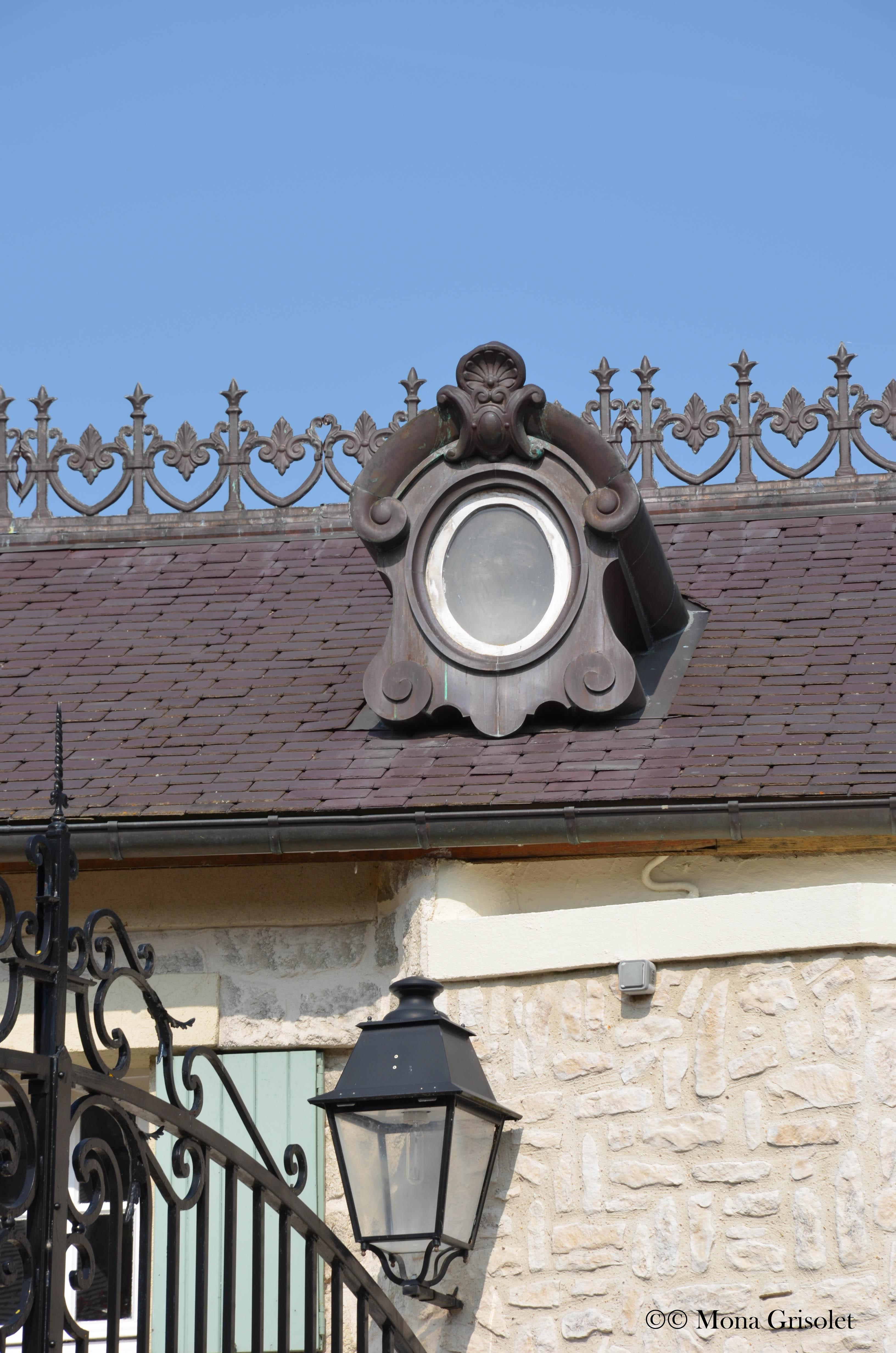 Ornements d'architecture, La Falaise