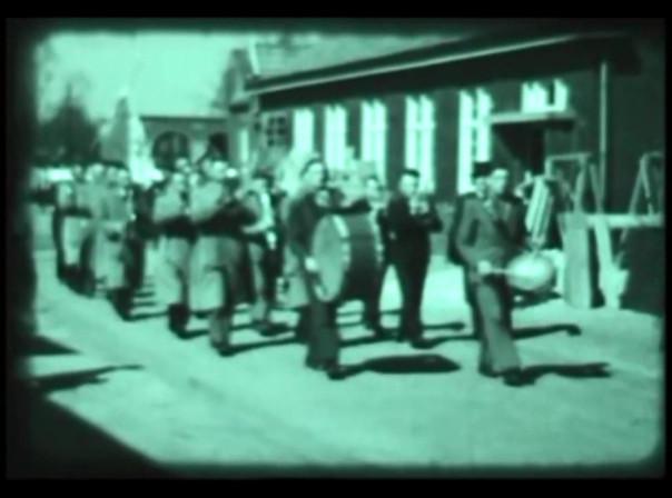 Jaren 1950 | Fanfare 'St. Jan' trekt door Wanroij