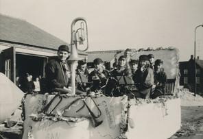 Jaren 1960 | Carnavalsoptocht met leerlingmuzikanten