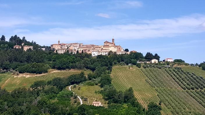 Borghi medievali in cima alle colline