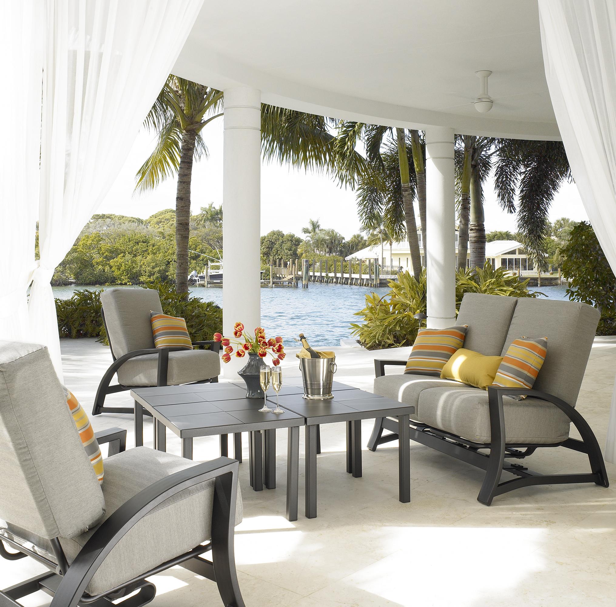 Outdoor furniture in Florida