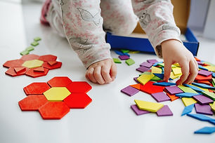 one-little-kid-play-with-puzzle-or-tangr