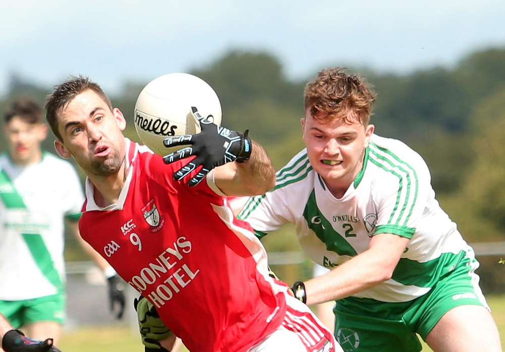 (Source: Longford Leader) Kevin Diffley secures possession