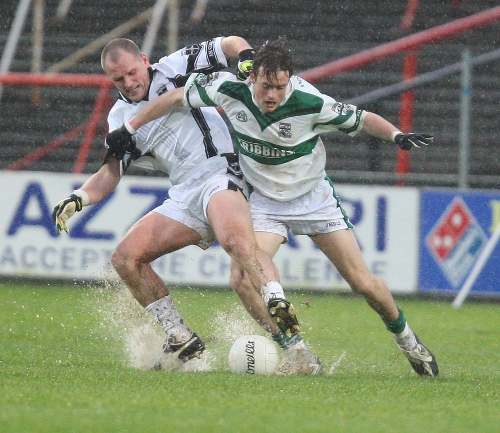 (Source: Laois Today) Scott Brady jostles for possession.