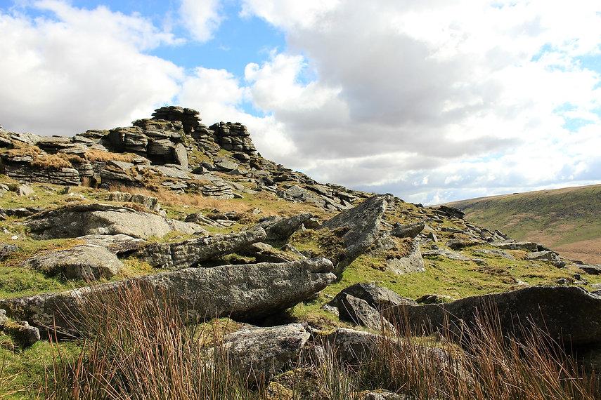 dartmoor-2197201_1920.jpg