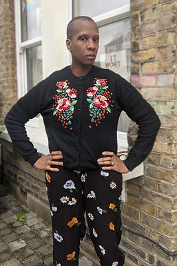 Lovely vintage Black Embroidery Flowers Cardigan SM