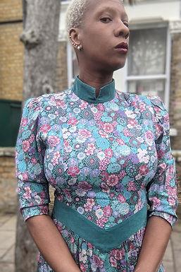 Vintage 70s Floral Print Belle France dress xs