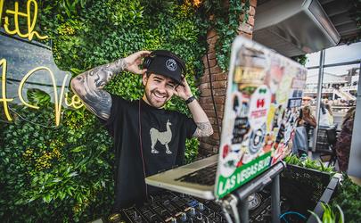 Bayside Brunch DJ