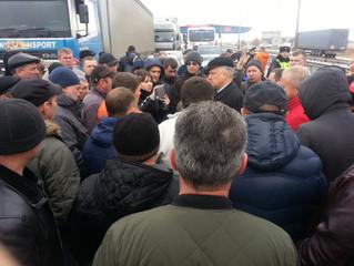 Акция водителей большегрузов прошла мирно.