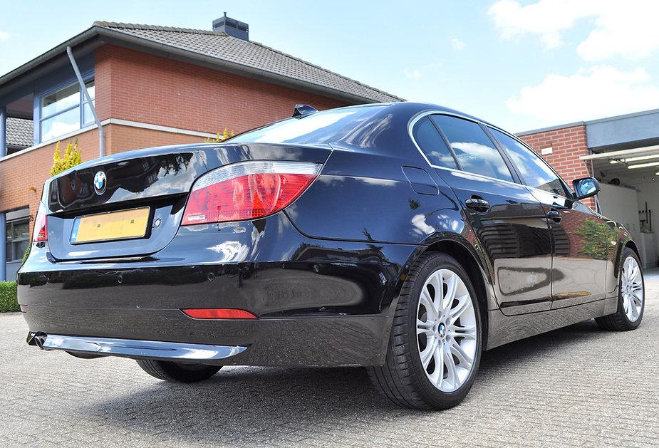 Refllecties op de achterzijde BMW 5 seri