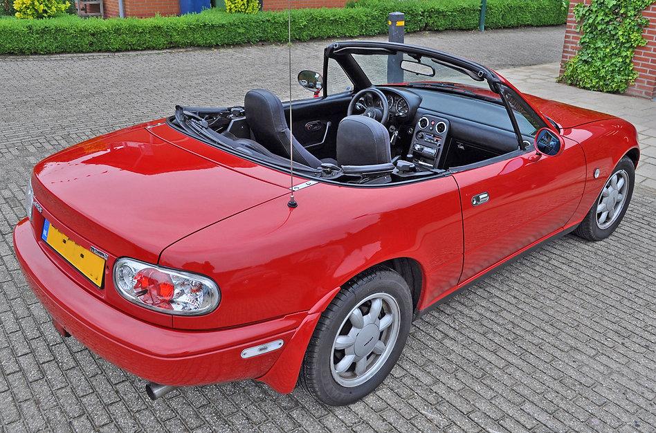 Mazda-MX5-Martin-open-dak-buiten-voor-ga