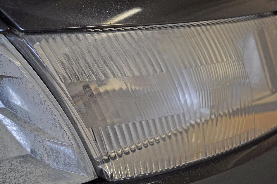 Doffe-koplamp-2-van-de-16-jaar-oude-VW-P