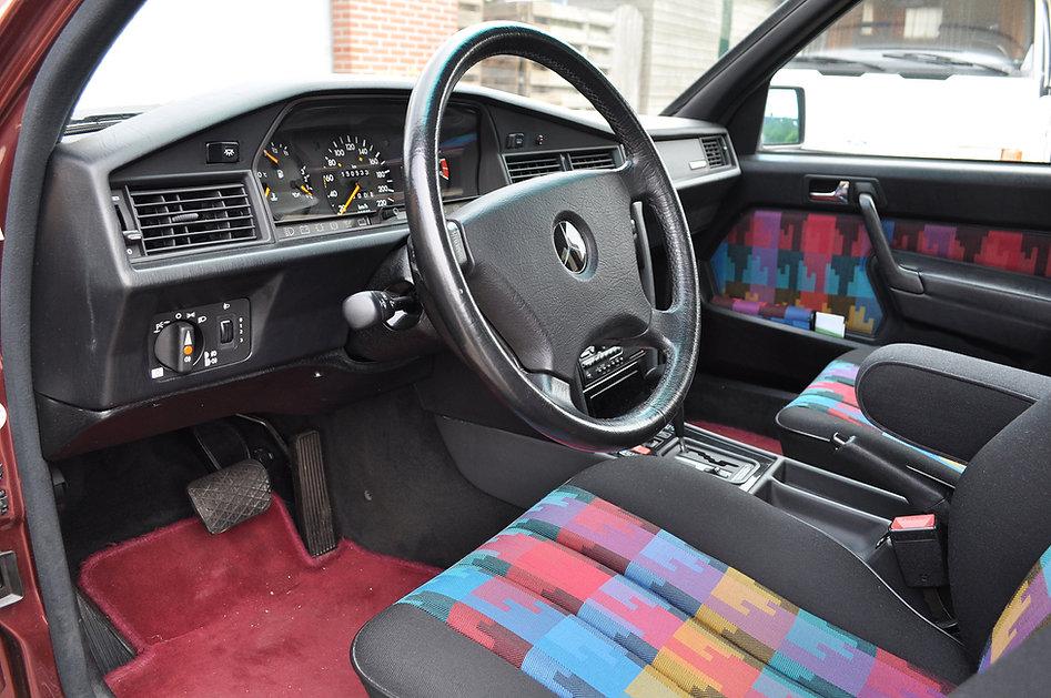 3.G-Mercedes-190-E-Interieur.jpg