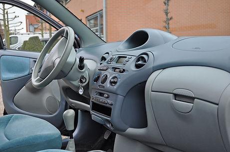 0.-Interieur-Toyota-Yaris-Blauw-zijdemat