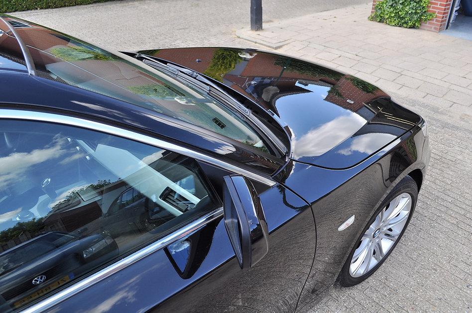 BMW  5series donkerblauw motorkap detail