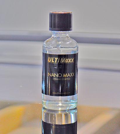 Flesje Nanomaxx coating op het dak van d