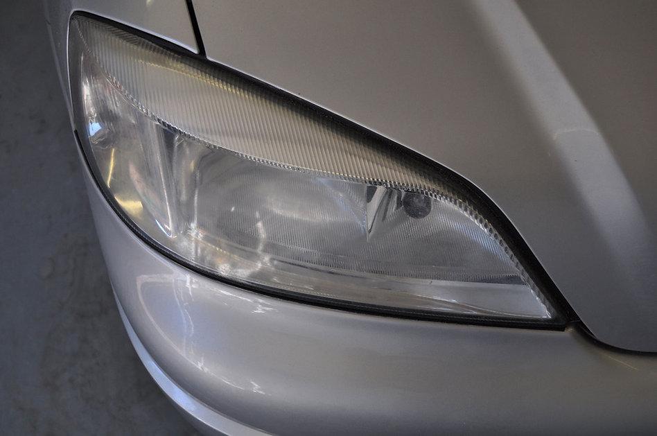 Koplamp Opel astra dof en verweerd voor