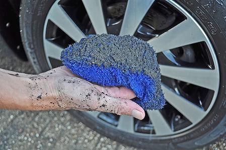 0. Hand-Wim-met-vuile-microvezel-washand
