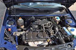 schone motorruimte en de slangen drogen