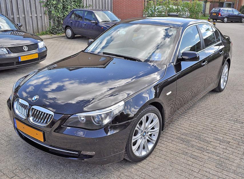0.-BMW-5-lucht-en-wolken-weerspiegelen-i
