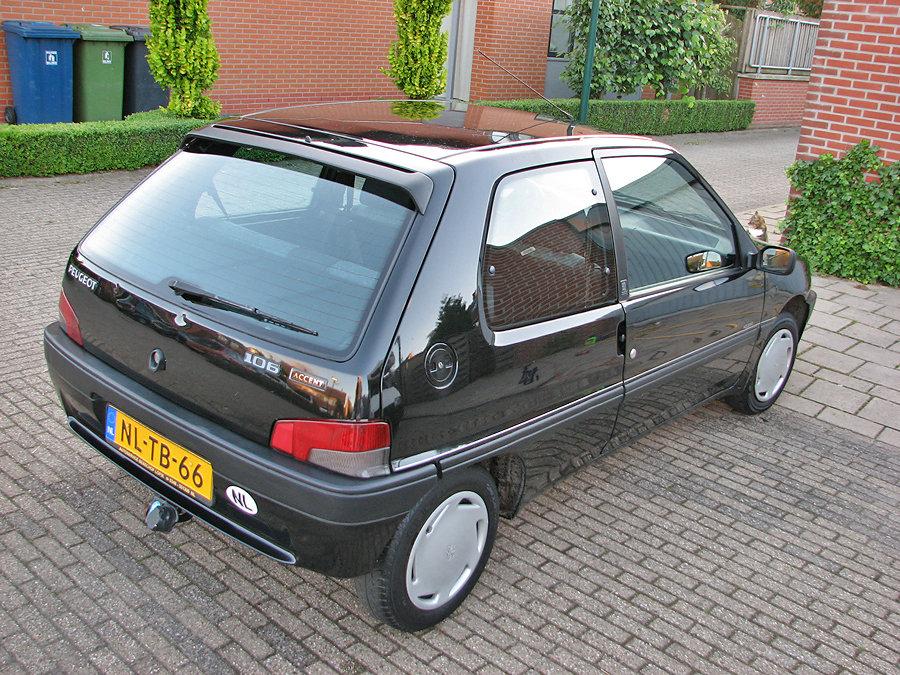 Peugeot-gepolijst en gepoetst achterzijd