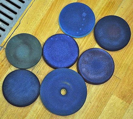 Pads-na-polijsten-van-blauwe-lak-vervuil