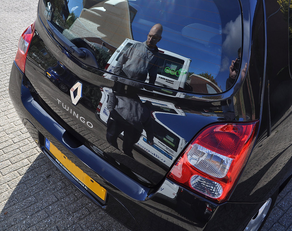 Renault-Twingo-weerspiegelt-man-reflecti
