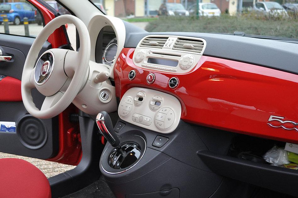 Fiat 500 interieur rood lakkleur binneni