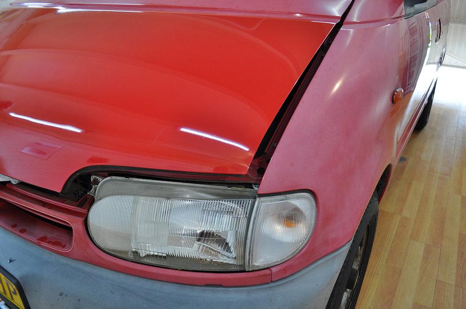 Nissan-vanette-rood-verkrijt-met-gepolij
