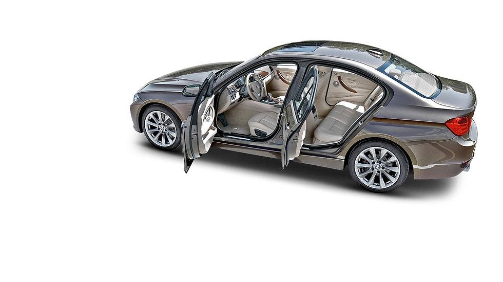 BMW-3-serie-met-open-deuren-zijkant-beig