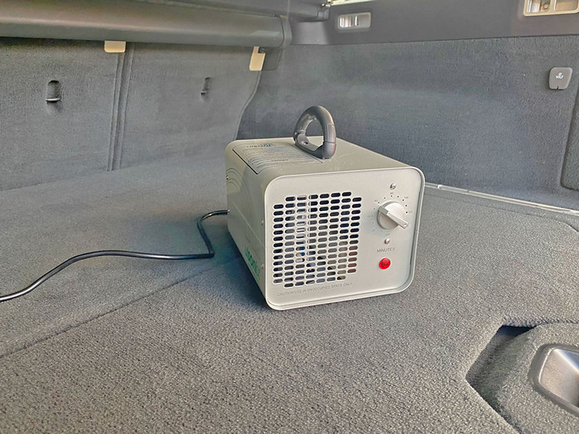 Ozongenerator-in-bagaeruimte-Volvo-V70.jpg