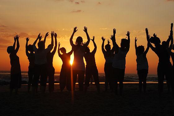danse sur la plage.jpg