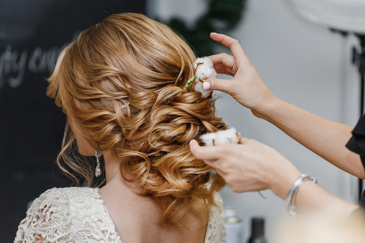 A Bride's Guide to Choosing A Hairstyle for Her Wedding Day!