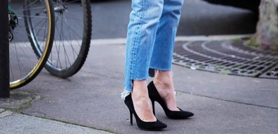 Trend-Alert: Calça jeans com barra desfiada.
